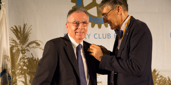 Premio al Vice-Presidente  Saliente del Club, Jaime Brotóns Guardiola. Entrega José Pastor Rosado, Presidente del Club.