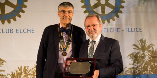 Distinción Premio Trayectoria Profesional. Premiado Ernesto de Nova Sánchez.
